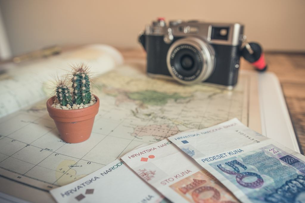 Business travel tips: 7 ways to save money and emissions image 1