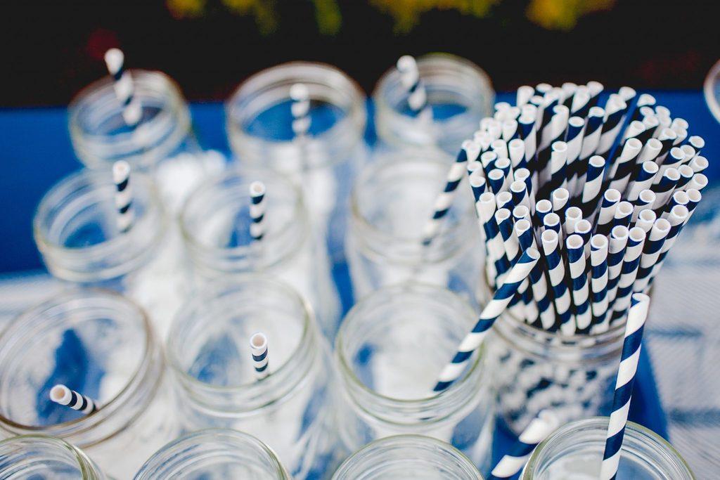 plastic-free body image 3 - paper straws in glass jar